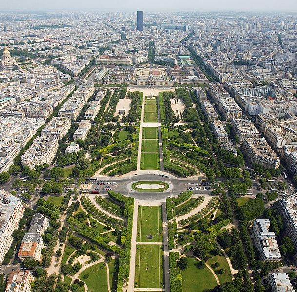 609px-Champ_de_Mars_from_the_Eiffel_Tower_-_July_2006_edit